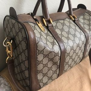 Authentic vintage Gucci bag with bag organizer